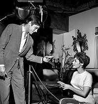 "Shooting of ""Faibles femmes"" by Michel Boisrond. Alain Delon and Pascale Petit. Boulogne-Billancourt studios (France), on October 16, 1958. © Roger Berson / Roger-Viollet"