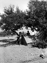 Camping in the wild : the wash. France, about 1935. © Roger-Viollet