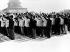 Foule scandant des citations de Mao lors de la révolution culturelle chinoise. Chine, 1967. © Ullstein Bild/Roger-Viollet