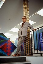 Victor Vasarely (1908-1997), Hungarian painter naturalized Frenchman. France, in 1975. © Jack Nisberg/Roger-Viollet