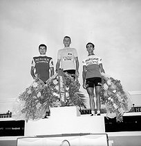 Podium of the 1964 Tour de France. Jacques Anquetil (winner) with, on his right, Raymond Poulidor (second) and Federico Bahamontès (third). © Roger-Viollet
