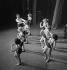 Entraînement des Folies-Bergère. Paris, 1937. © Gaston Paris / Roger-Viollet