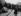 Le chancelier allemand Willy Brandt (1913-1992) à genoux devant le monument aux morts du ghetto de Varsovie (Pologne). 7 décembre 1970. © Ullstein Bild / Roger-Viollet