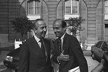 Edouard Balladur, minister of Finance and Privatization, with Alain Juppé, minister of State for the minister of Finance. France, on September 1987. © Jean-Régis Roustan/Roger-Viollet