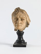 Anonymous. Portrait of Jean-Paul Marat (1743-1793), French politician and revolutionary, deputy at the French National Convention. Terracotta. Paris, musée Carnavalet. © Julien Vidal / Musée Carnavalet / Roger-Viollet