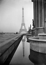 World War II. View of the Eiffel Tower from the Trocadéro. Paris, February 1941. © LAPI / Roger-Viollet