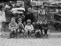 Group of children in Montmartre. Paris, 1925-1930. © Roger-Viollet