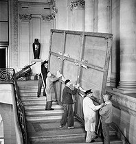 Return of masterpieces at the Louvre museum after the war. Paris, 1945. © Pierre Jahan/Roger-Viollet