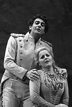 """Carmen"" by Georges Bizet. Direction: Piero Faggioni. Conductor: Pierre Dervaux. Placido Domingo (Don José) and Katia Ricciarelli (Micaela). Opéra de Paris, May 1980. © Colette Masson / Roger-Viollet"