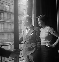 Raymond Aron (1905-1983), French writer and philosopher, with one of his daughters. France, 1954. © Studio Lipnitzki / Roger-Viollet