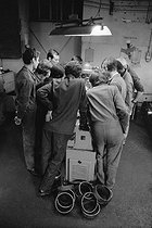 Apprentices and teacher in a professional training workshop. Lathe lesson. Issy-les-Moulineaux (France), October 1971. Photograph by Léon Claude Vénézia (1941-2013). © Léon Claude Vénézia/Roger-Viollet