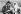 Père Noël distribuant des cartes à deux jeunes punks, lors du lancement d'une campagne à l'initiative du Conseil de l'économie laitière et l'entreprise Kellogs, visant à réunir des fonds pour des associations caritatives pour les enfants. Londres (Angleterre), Trafalgar Square, 18 septembre 1986. © PA Archive/Roger-Viollet
