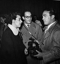 Marcel Cerdan, French world boxing champion holding the Stradivarius lended by the French violinist Ginette Neveu (on the left), a few minutes before the takeoff of the airplane that crashed. In the centre: French pianist Jean Neveu, Ginette's brother. Orly (Val-de-Marne), on October 28, 1949. © Roger-Viollet