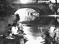Summer along the Marne, about 1930. © Roger-Viollet