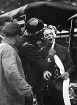 Demonstration organised by the right leagues on February 6, 1934. A wounded policeman bandaged by a member of the antiriot police. Paris, Champs-Elysées. © Roger-Viollet