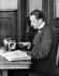 Mr Berger copiant un livre avec une machine à écrire le braille (pour aveugles). © Jacques Boyer / Roger-Viollet