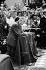 Le général De Gaulle assistant à la messe. Varsovie (Pologne), septembre 1967. © Roger-Viollet