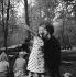 "Shooting of ""Dragées au poivre"" (Sweet and Sour), film by Jacques Baratier. Sophie Daumier and Elisabeth Wiener. France-Italy, on April 30, 1963. © Alain Adler / Roger-Viollet"