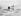 Inuit avec un chien et un traineau sur la glace en Alaska. © Alinari/Roger-Viollet