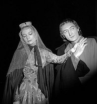 "Monique Chaumette and Jean Vilar in ""Richard II"" of Shakespeare. Paris, T.N.P, festival of Suresnes, June 1953. © Studio Lipnitzki/Roger-Viollet"