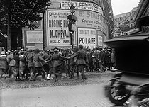 Signing of the Treaty of Versailles. People dancing in the streets of Paris, on June 28, 1919. © Maurice-Louis Branger/Roger-Viollet