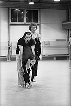 Maurice Béjart (1927-2007), French dancer and choreographer, Luciana Savignano (born in 1943), Italian dancer, and Jorge Donn (1946-1992), Argentine dancer, during a rehearsal. Brussels (Belgium), March 1975. © Colette Masson/Roger-Viollet