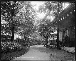 Exposition universelle de 1900. Les jardins du pavillon du Japon. Paris, 1900. © Léon et Lévy/Roger-Viollet