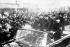 """Mao Zedong, président communiste chinois (debout), entouré par Lin Piao (à droite), le ministre chinois de la Défense, que l'on dit pour être le numéro 2 chinois, Ho Lung, membre du Politbureau, arrivés """"aux portes de la paix céleste"""" à Pékin pour assister à un grand rassemblement d'un demi-million de gardes   rouges. 1er septembre 1966. © TopFoto/Roger-Viollet"""