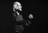 Léo Ferré (1916-1993), chanteur et compositeur français, dirigeant un orchestre. 1976. © Patrick Ullmann / Roger-Viollet