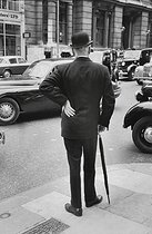 Man in the City. London (England), 1959. © Jean Mounicq/Roger-Viollet