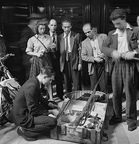 World War II. Liberation of Paris. Beginning of the Parisian insurrection. Weapons and ammunition boxes taken from the Germans. Paris (IInd arrondissement), 29 rue du Mail, August 20, 1944. Photograph by Jean Roubier (1896-1981). © Fonds Jean Roubier/Roger-Vio