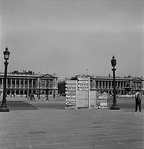 World War II. France under the German occupation. The place de la Concorde some days before the liberation of Paris. Paris (VIIIth arrondissement), August 1944. Photograph by Jean Roubier (1896-1981). © Fonds Jean Roubier/Roger-Vio