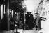 "Guerre 1939-1945. Emigrants juifs en route vers l'Angleterre. Bordeaux (Gironde), 16 juillet 1940. Photographie de Heinrich Hoffmann (1885-1957), publiée dans le journal ""Berliner Volks-Zeitung"". © Heinrich Hoffmann/Ullstein Bild/Roger-Viollet"