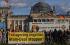 Manifestation anti-nucléaire devant le palais du Reichstag. Berlin (Allemagne), 25 octobre 2010. © Ullstein Bild/Roger-Viollet