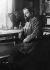 Claude Debussy (1862-1918), compositeur français, assis à son bureau, vers 1900. © Ullstein Bild / Roger-Viollet