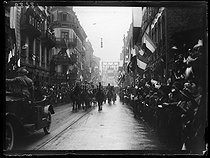 World War I. The French government in Lorraine after the plebiscite. Procession in the streets, decked with flags. Strasbourg (France), on December 9, 1918. © Excelsior - L'Equipe / Roger-Viollet