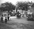 Jardin du Luxembourg. Paris (VIème arr.), juin 1898. © Collection Roger-Viollet/Roger-Viollet