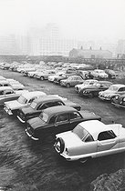 Site bombarded during World War II, now used as a car park. London (England), 1958. © Jean Mounicq/Roger-Viollet