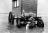Couple de baigneurs et cabine de bains, vers 1900. © Neurdein / Roger-Viollet