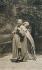 Gustav Klimt (1862-1918), peintre autrichien et Emilie Flöge en robe dessinée par Koloman Moser, dans le jardin de l'atelier de Klimt, 1905-1906. © Imagno/Roger-Viollet