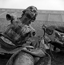 World War II. German occupation. Destruction of statues to recycle the metal. The statue of Jean-Paul Marat, French revolutionary, by Jean-Eugène Baffier (1851-1920). Paris, 1941. © Pierre Jahan/Roger-Viollet