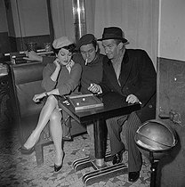 """La loi des rues"", film by Ralph Habib. Silvana Pampanini, Jean Gaven and Louis de Funès. France, on January 26, 1956.  © Alain Adler / Roger-Viollet"
