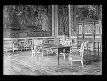 "Eve of the signing of the Treaty of Versailles. The Queen's room which will be used at the delegates' room. Palace of Versailles (France), on June 27, 1919. Photograph published in the newspaper ""Excelsior"" on Sunday, June 29, 1919. © Excelsior - L'Equipe / Roger-Viollet"