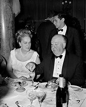 Alfred Hitchcock (1899-1980), American director, with the Begum (Yvette Labrousse). Cannes Film Festival, 1963.      © Roger-Viollet