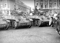 World War II. Liberation of Paris. Parade of tanks from the 2nd Armored Division commanded by General Leclerc, place de la Concorde. Paris, on August 26, 1944. © Roger-Viollet