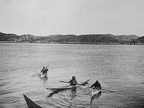 Inuits sailing with kayaks. South Greenland. © Collection Roger-Viollet / Roger-Viollet