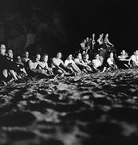 Camping and Culture association. Campfire.  Villeneuve-sur-Auvers (France), 1936-1938. Photograph by Marcel Cerf (1911-2010). Bibliothèque historique de la Ville de Paris. © Marcel Cerf / BHVP / Roger-Viollet