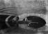 Inondations de Paris. Barque dans le métro sur la ligne Nord-Sud. 1910. © Maurice-Louis Branger/Roger-Viollet