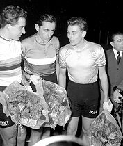 Fausto Coppi (1919-1960), Italian racing cyclist (centre) and Jacques Anquetil (1934-1987, on the right), French racing cyclist. On the left: Roger Rivière (1936-1977). © Roger-Viollet