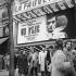 """Cinéma """"La Fauvette"""", avenue des Gobelins. A l'affiche """"Un Flic"""", film de Jean-Pierre Melville. Paris (XIIIème arr.), octobre 1972. © Roger-Viollet"""